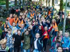 'Omdat we het zo missen': de Alternatieve Avondvierdaagse Amersfoort, met ouderwets 'een potje met vet' door de straten