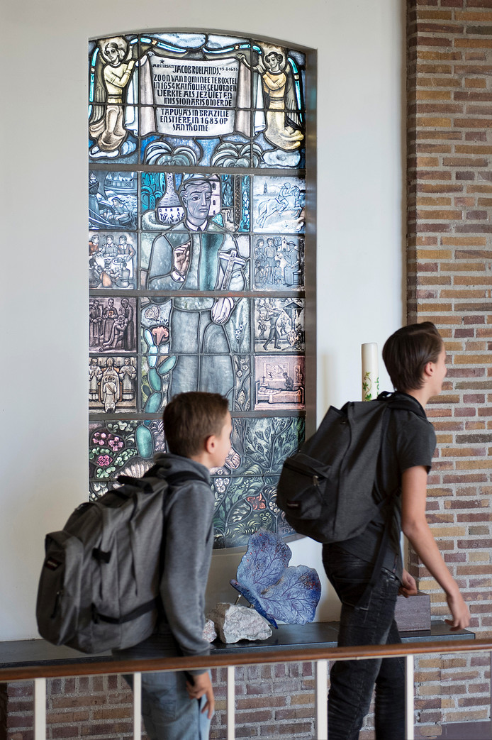 Glas-in-loodraam van Jacob Roelands in het Jacob Roelandslyceum in Boxtel.