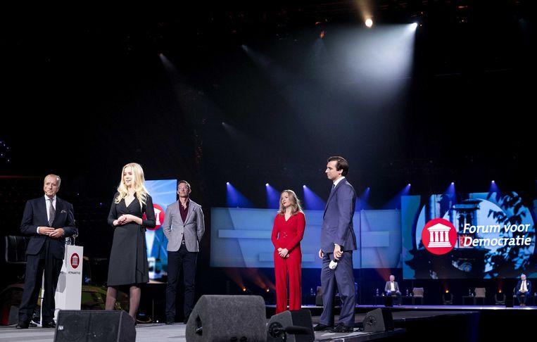 Theo Hiddema, Eva Vlaardingerbroek, Joost Eerdmans, Nicki Pouw-Verweij samen met Thierry Baudet tijdens de presentatie van de eerste tien kandidaten van Forum voor Democratie (FVD) voor de Tweede Kamerverkiezingen. Beeld ANP