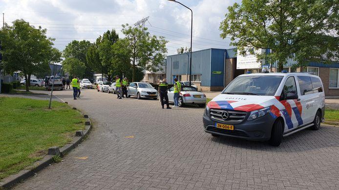 Op bedrijventerrein Ekkersrijt vond een controle plaats waarbij verschillende autobedrijven bezoek kregen. Een zijstraat werd tijdelijk afgezet.