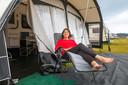 """De Zoetermeerse Madelon de Graan staat op de camping omdat haar huis wordt verbouwd: ,,In acht minuten rijden ben ik weer thuis."""""""