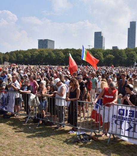 Honderden mensen komen naar demonstratie Viruswaarheid op het Malieveld