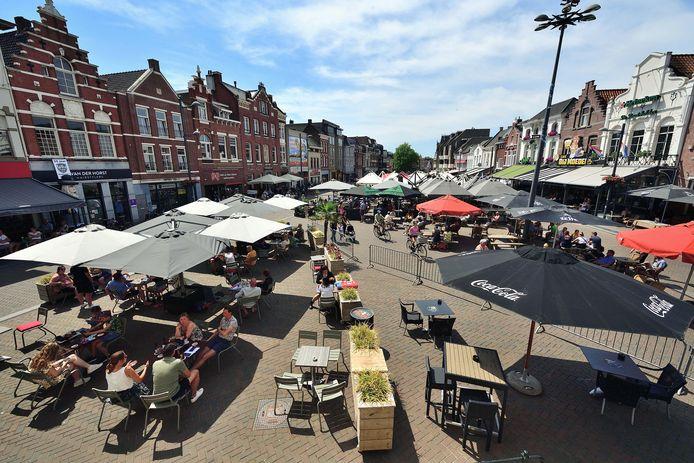 Terrassen weer open op de Markt van Roosendaal.