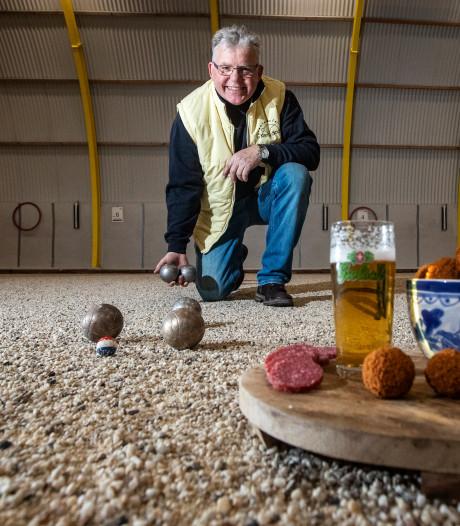 Jeu de boules met bier en bitterballen: Deventer ballengooiers mikken op jeugd