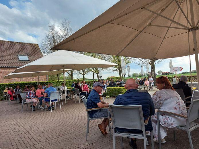 In café 'In De Vrede' kan je opnieuw genieten van een trappist Westvleteren. Nu ook mogelijk op het grasplein voor het café met een speciale box met vier trappisten, vier kleine glazen, kaasjes, tapas…