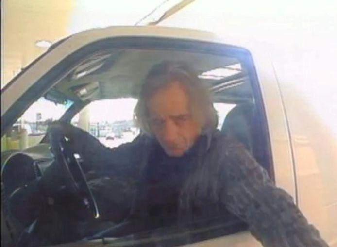 De FBI heeft een nieuwe foto van de omgekomen dader Anthony Quinn Warner verspreid. Het is niet duidelijk wanneer dit bewakingsbeeld is gemaakt.
