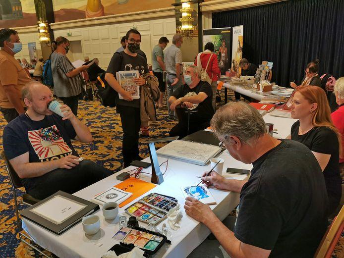 Uit de hand van Barry Kitson komen werken met Batman en andere superhelden op het stripfestival in Knokke.