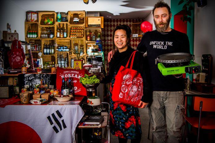 Janneke Hyo Sun en Valentijn Vogel van Allegaartje. Festivalbezoekers kennen het stel wellicht van hun opvallende Koreaanse foodtruck.