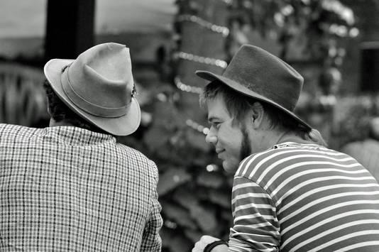'Mannen met hoeden', uit de duizenden foto's tellende verzameling van Pieter Jooss. foto's Pieter Jooss
