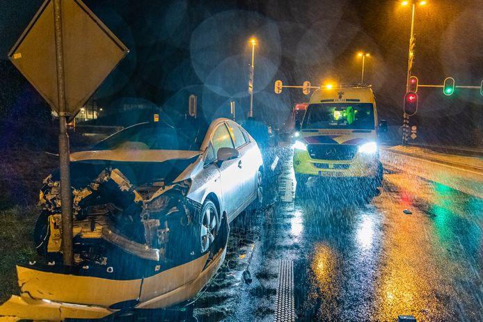 Veel schade na ongeval op de Burgemeester Letschertweg Tilburg.