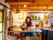 Annemarie (28) en haar vriend leven in de zomer op slechts 25 vierkante meter: 'Dit is zo relaxed'
