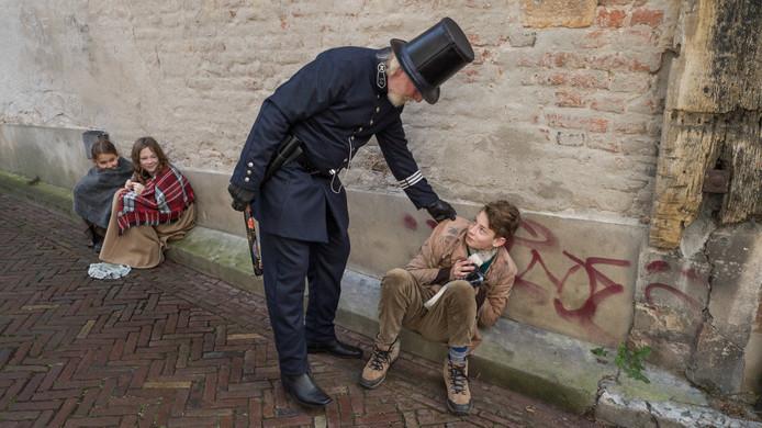 Straatschoffies krijgen onderuit de zak van de politie.