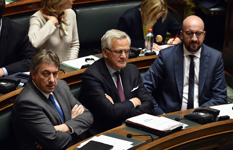 Vicepremiers Jan Jambon (N-VA), Kris Peeters (CD&V) en premier Charles Michel (MR).