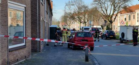 Klussen in Enschedese woning gaat verkeerd: leiding geraakt, straat afgezet