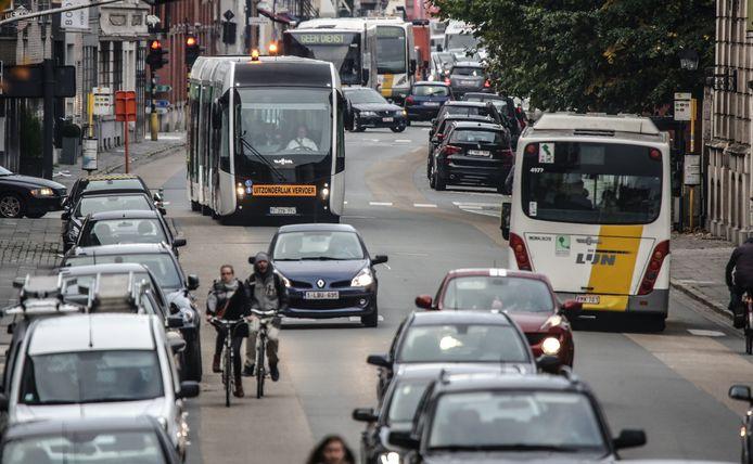 Er was jaren geleden al eens een proefproject met een trambus in de Doorniksewijk. Maar voor 2024 zien we ze niet terug.