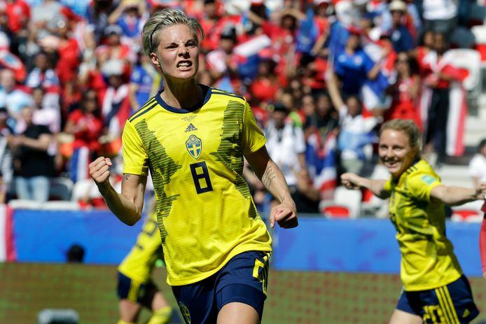 Lina Hurtig maakt de 4-0 voor Zweden.