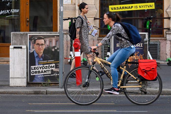 Burgemeester van Boedapest Gergely Karacsony (affiche) is een van de kandidaten om premier van Hongarije te worden.