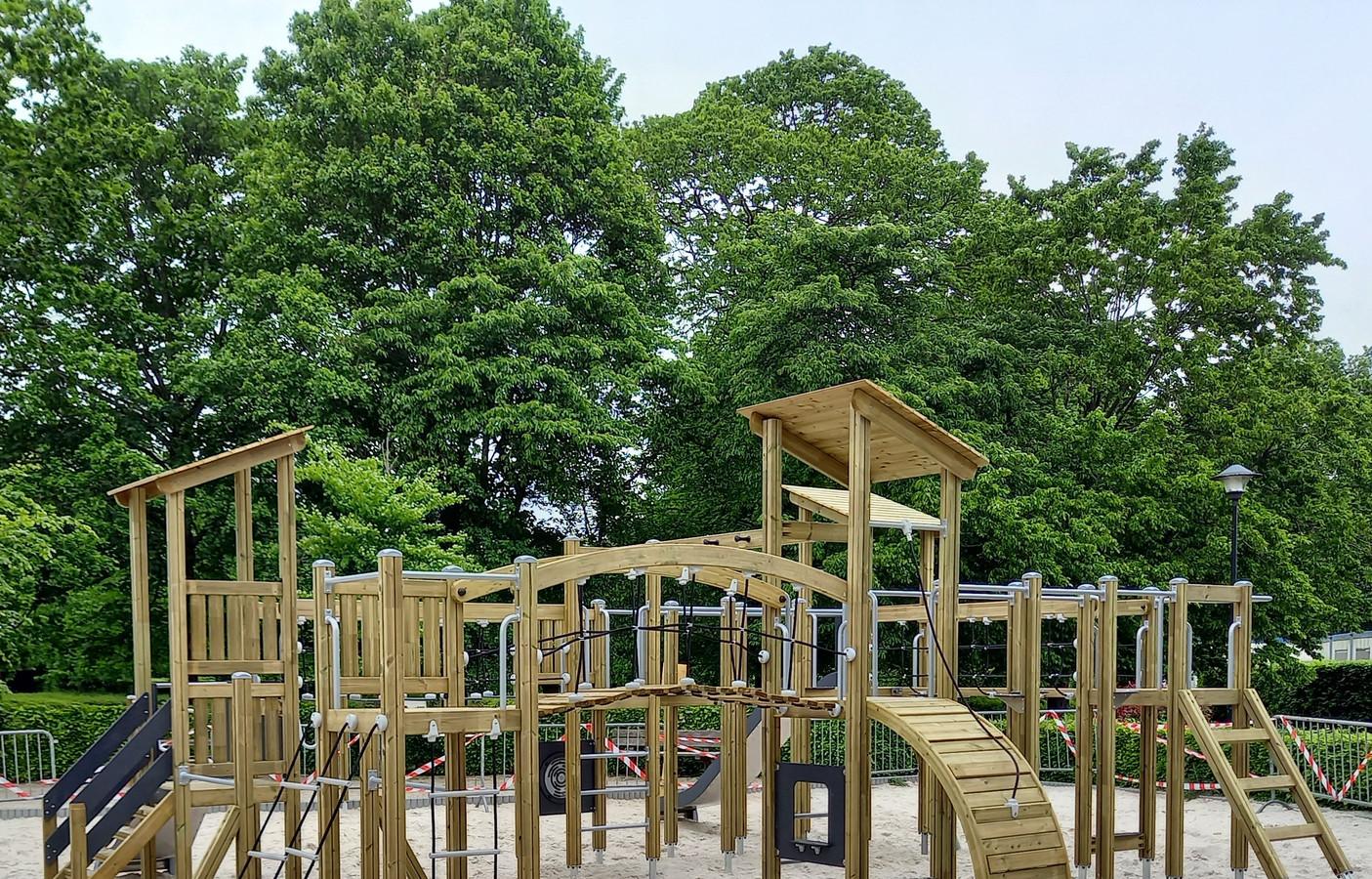 Het nieuwe houten speelparadijs in het Gemeentepark in Borsbeek.