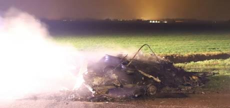 Caravan vol autobanden brandt uit in Waardenburg in nacht vol buitenbranden