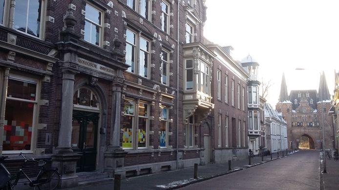 Het pand van de Theologische Universiteit Kampen.