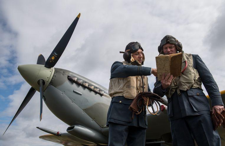 Piloten met een Spitfire tijdens een luchtshow op Biggin Hill, 2017. Beeld Getty