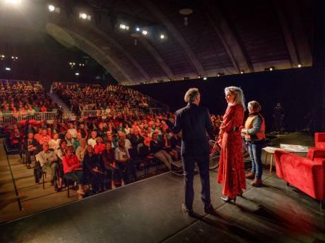 Theatershow neemt trouwe lezers mee in de wereld van het Brabants Dagblad