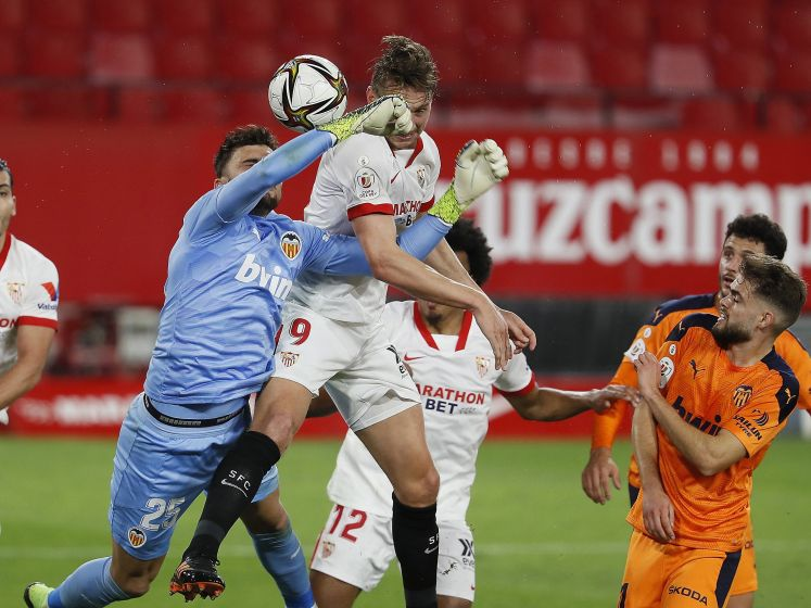 Sevilla-spits De Jong stoot met twee goals Valencia uit Spaanse beker