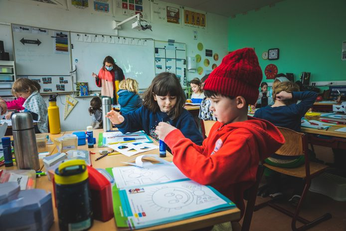 In basisschool de Kleine Icarus hadden ze graag op de speelplaats hun mondmaskers uitgedaan. Deze foto is genomen voor mondmaskers in de klas verplicht werden.
