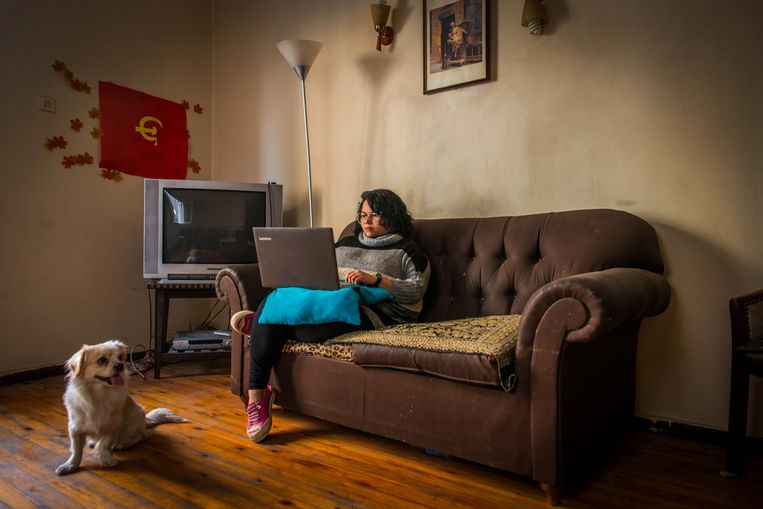Asmaa Abdelhamed in haar woning. Beeld Rene Clement