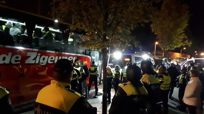 Supportersbus ingesloten door ME