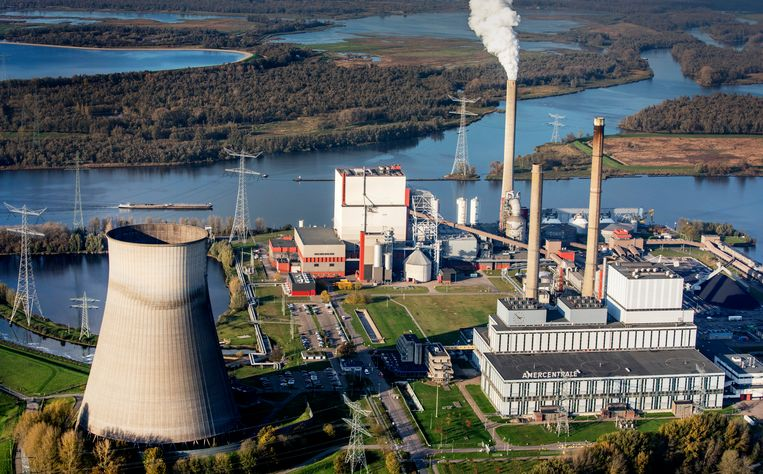 De kolencentrale bij Geertruidenberg. Beeld Raymond Rutting / de Volkskrant