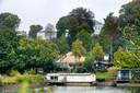 Zicht op de verbouwing van Museum Arnhem, vanaf de zuidoever van de Rijn.