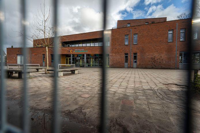Tot de uitbraak van het coronavirus kwam Club Sam wekelijks bijeen in ruimte van de kinderopvang in brede school De Dassenburcht in Nuenen