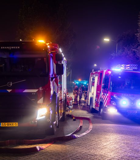 Grote uitslaande brand in bedrijfspand in Roosendaal