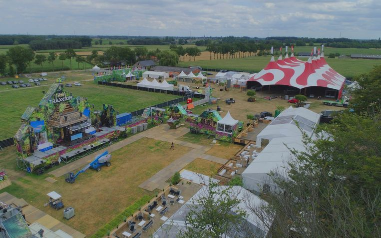 Zo zag het terrein er donderdag rond 16 uur uit vanuit de lucht. De laatste hand wordt gelegd.