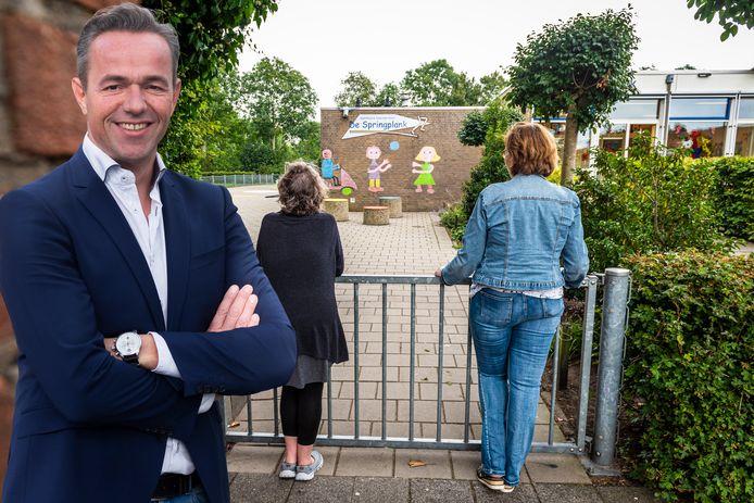 Vernieljeugd is een plaag in Hazerswoude-Dorp. Schoolpleinen, zwembad en sportlocaties hebben met regelmaat te maken met vandalisme.