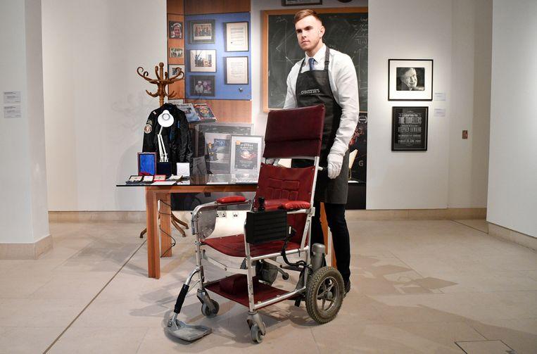 De iconische rolstoel van Stephen Hawking. Beeld EPA