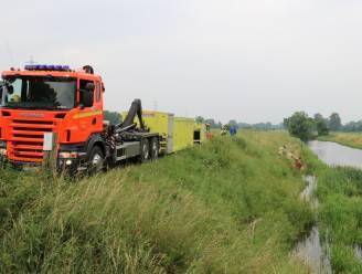 Gebroken as aan sluis Denderbelle zorgt al drie dagen voor wateroverlast: weilanden volledig onder water