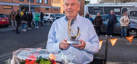Lossernaar Gerard Kleinhaarhuis 50 jaar  handbalscheidsrechter: 'Ik leek wel even een superster, dit doet me echt wat'