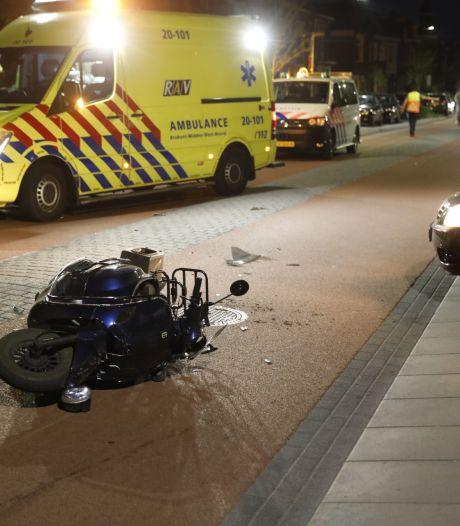Scooterrijder gewond door botsing met auto in Bergen op Zoom