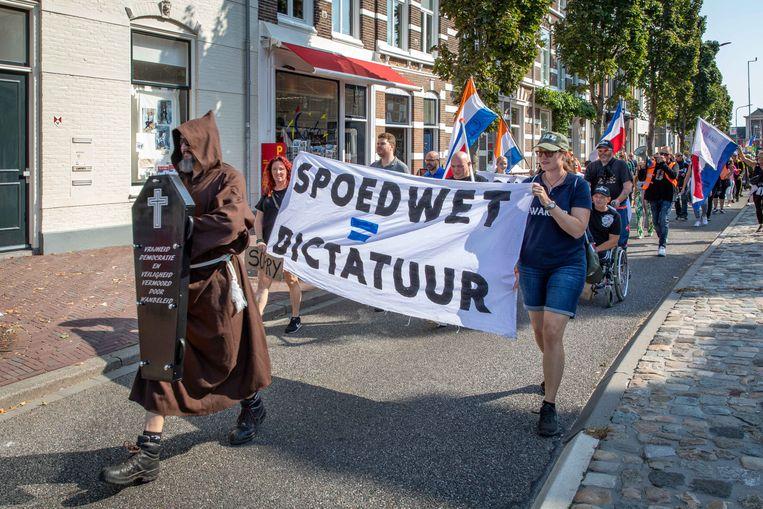 Nederlandse demonstranten tegen de coronamaatregelen, hier actief tijdens een demonstratie in Zeeland, heeft ook veel kritiek op de vaccins. Beeld Marcelle Davidse