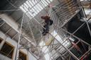 Er wordt steeds vaker gebruik gemaakt van abseiltechnieken en klimmethodes. Bijvoorbeeld op plekken waar een hoogwerker, steiger of glazenwasserinstallatie niet kan komen.