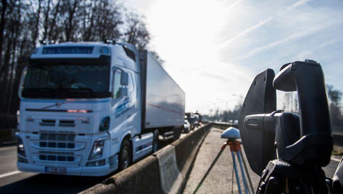 Scanners worden ingezet bij een controle naar fraude op de kilometerheffing. (archieffoto)
