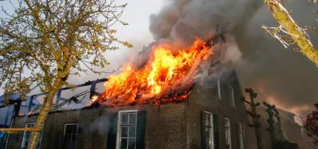 Grote brand in woonboerderij in Brandwijk