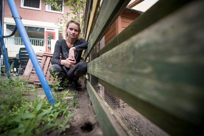 Njusjka Horsthuis is van de flatraad en probeert al maanden allerlei instanties in beweging te krijgen om iets aan de ratten bij de flat te doen.
