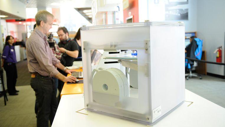 In deze winkel op Fifth Avenue in New York kunnen klanten gebruik maken van 3D-printers. Beeld AP