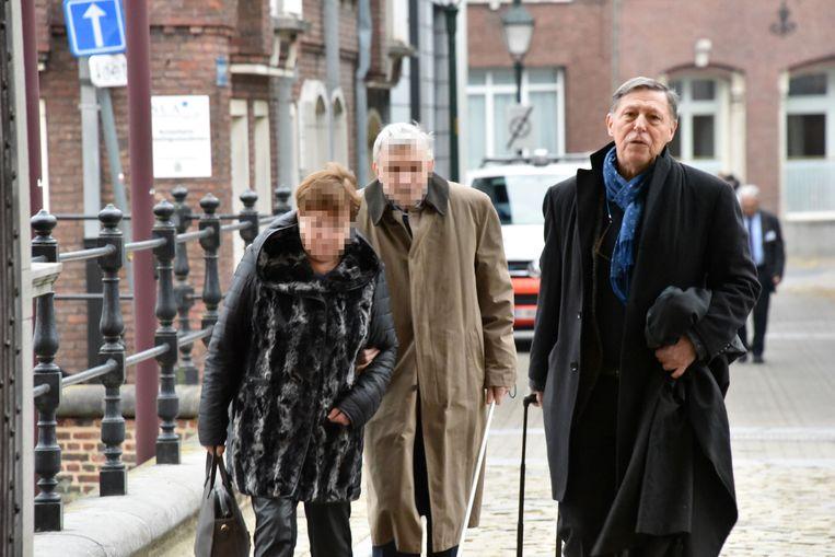 Jef B. met zijn echtgenote en advocaat Jef Vermassen tijdens het proces in eerste aanleg in Turnhout.