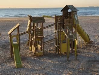 Nieuwe speeltoestellen op het strand van Blankenberge