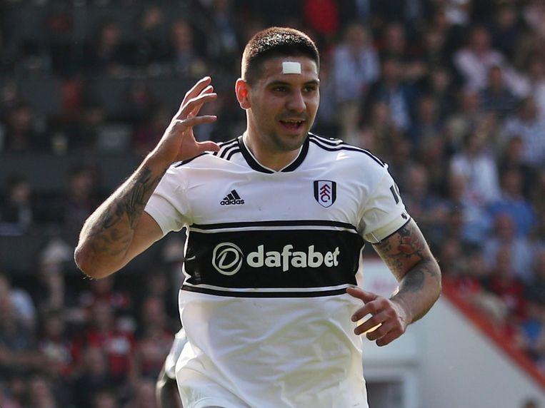 Aleksandar Mitrovic, hier bij zijn huidige club Fulham, trok in 2015 van Anderlecht naar Newcastle. Daarmee zouden verdachte geldstromen gemoeid zijn.  Beeld REUTERS