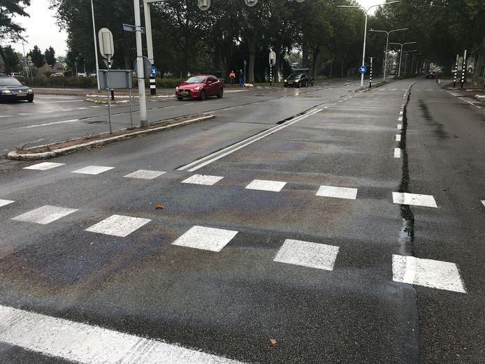 Op het kruispunt Frederik van Eedenlaan/ Guido Gezellestraat hing een duidelijke brandstoflucht.